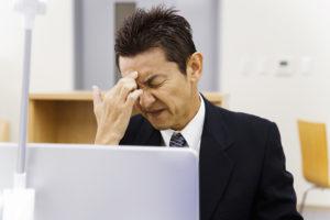 睡眠不足による頭痛と吐き気に最近悩まされています・・・